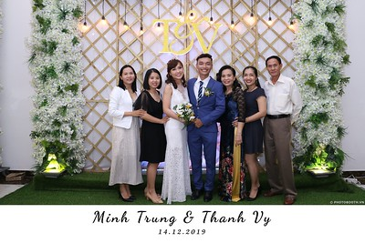 Trung-Vy-wedding-instant-print-photo-booth-Chup-anh-in-hinh-lay-lien-Tiec-cuoi-WefieBox-Photobooth-Vietnam-114
