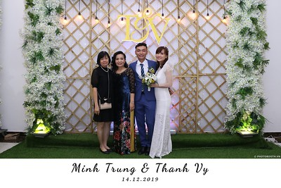 Trung-Vy-wedding-instant-print-photo-booth-Chup-anh-in-hinh-lay-lien-Tiec-cuoi-WefieBox-Photobooth-Vietnam-133