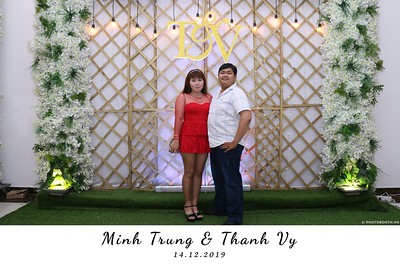 Trung-Vy-wedding-instant-print-photo-booth-Chup-anh-in-hinh-lay-lien-Tiec-cuoi-WefieBox-Photobooth-Vietnam-116