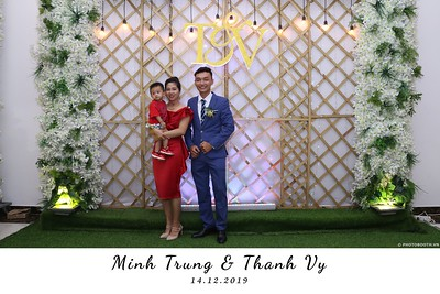 Trung-Vy-wedding-instant-print-photo-booth-Chup-anh-in-hinh-lay-lien-Tiec-cuoi-WefieBox-Photobooth-Vietnam-127