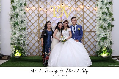 Trung-Vy-wedding-instant-print-photo-booth-Chup-anh-in-hinh-lay-lien-Tiec-cuoi-WefieBox-Photobooth-Vietnam-094