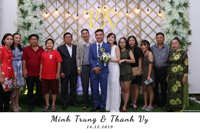 Trung-Vy-wedding-instant-print-photo-booth-Chup-anh-in-hinh-lay-lien-Tiec-cuoi-WefieBox-Photobooth-Vietnam-140