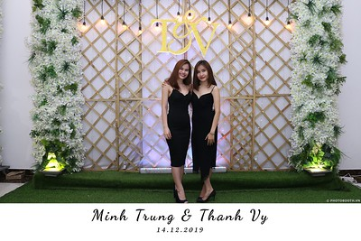 Trung-Vy-wedding-instant-print-photo-booth-Chup-anh-in-hinh-lay-lien-Tiec-cuoi-WefieBox-Photobooth-Vietnam-110