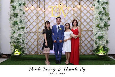 Trung-Vy-wedding-instant-print-photo-booth-Chup-anh-in-hinh-lay-lien-Tiec-cuoi-WefieBox-Photobooth-Vietnam-111