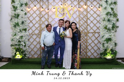 Trung-Vy-wedding-instant-print-photo-booth-Chup-anh-in-hinh-lay-lien-Tiec-cuoi-WefieBox-Photobooth-Vietnam-129