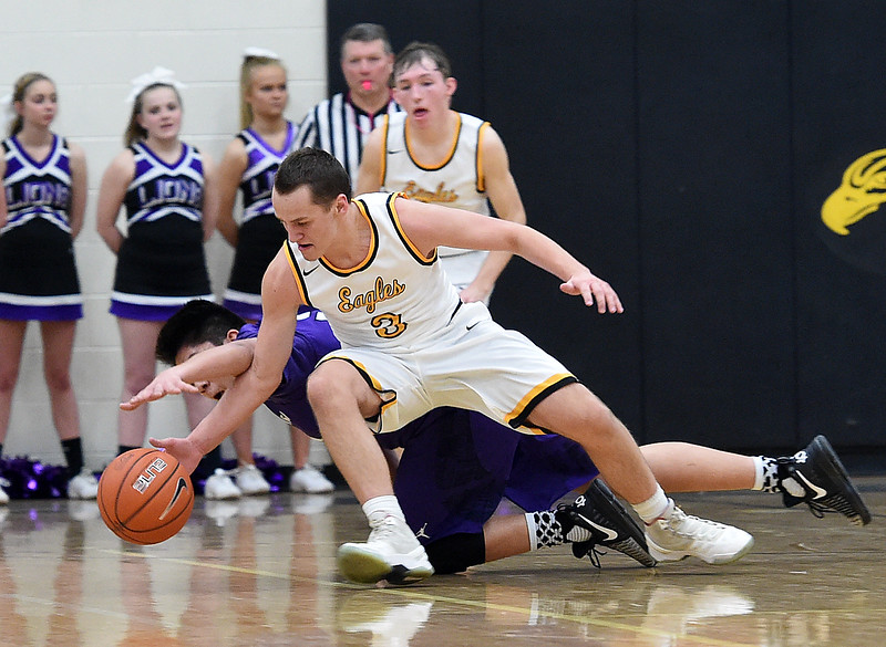 3 54<br /> Thompson Valley's #3 Alec Martinez and Mountain View's #54 Desmond Gonzalez scramble for a lose ball during their game Friday, Jan. 27, 2017, at Thompson Valley High School in Loveland.   (Photo by Jenny Sparks/Loveland Reporter-Herald)