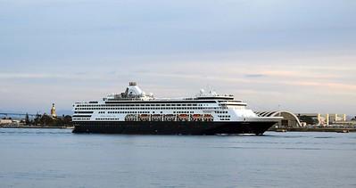 Holland America's Veendam sails for Hawaii