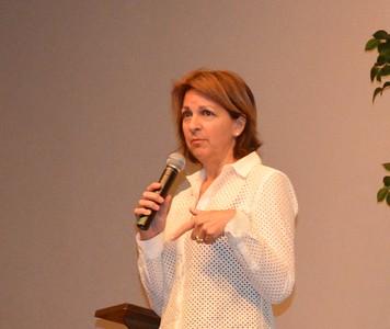Susan MacBeth Introduces the Zoo Ambassador, Georgeanne Irvine