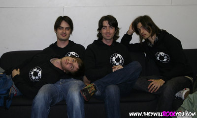 Darren getting bored during our interview with Phantom Planet and taking a lil nap.