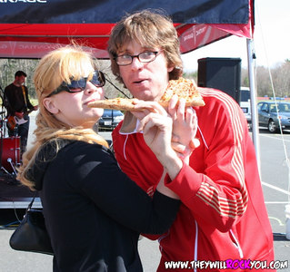 Miss Amanda and Scott the Lost chowing pizza at the Virgin Mega Tour Show