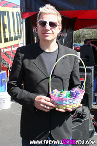 Ron (The Churchills) with his Teenie basket that Amanda made for him!