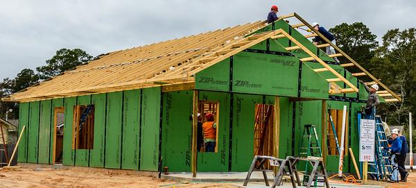 Don Rueter - 12-12-2018 Habitat Roof Work DAR-40