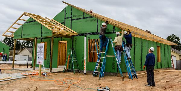 Don Rueter - 12-12-2018 Habitat Roof Work DAR-16