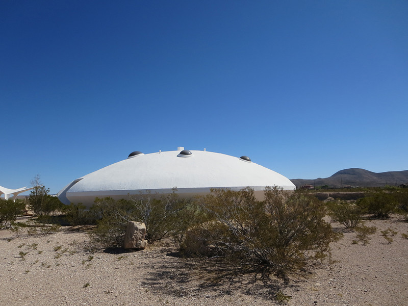 Space ship landed by the side of Hwy 62, east of El Paso