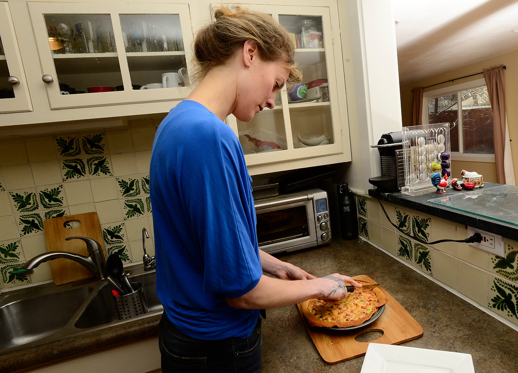 . Tabitha Farrar slices her finished quiche in her Boulder home on Thursday. For more photos go to www.dailycamera.com Paul Aiken Staff Photographer Feb 16 2017