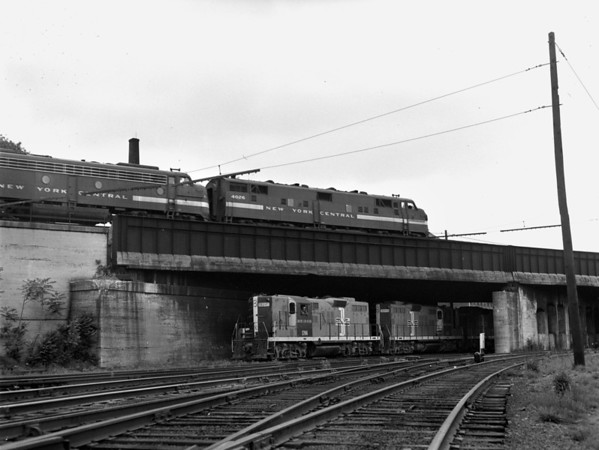 B&M, NYC over-under Southbridge St. bridge, Worcester, MA - TAA-B&M-005-2K