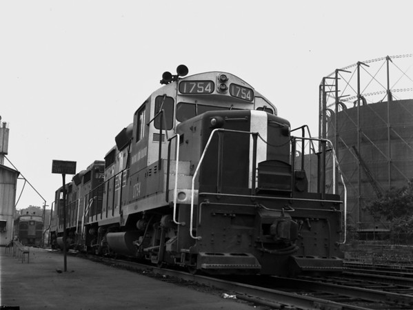 B&M in Worcester yard w. gas tanks - TAA-B&M-003-4K
