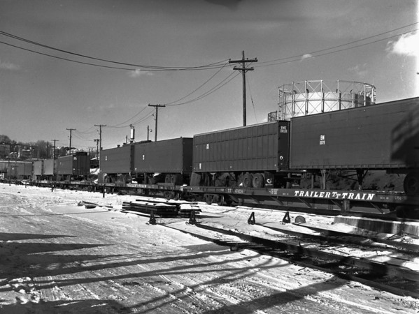 B&M trailer train in Worcester yard - TAA-B&M-007-1K