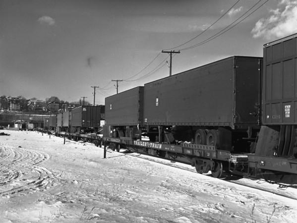 B&M trailer train in Worcester yard - TAA-B&M-007-2K