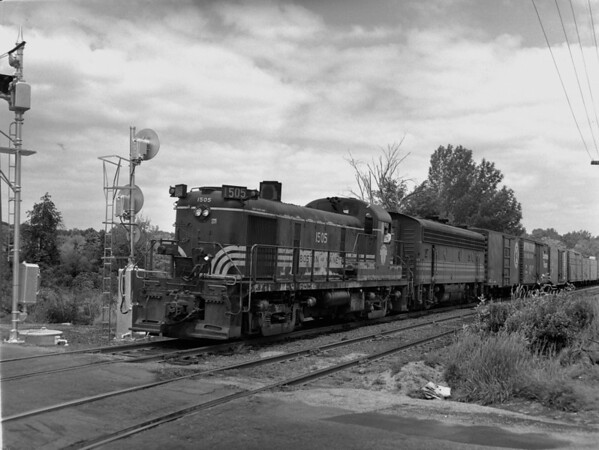 B&M southbound at Burncoat St crossing - the Summit, Worcester, MA - TAA-B&M-009-5K