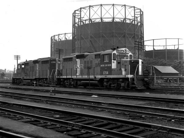 B&M in Worcester yard w. gas tanks - TAA-B&M-003-2K