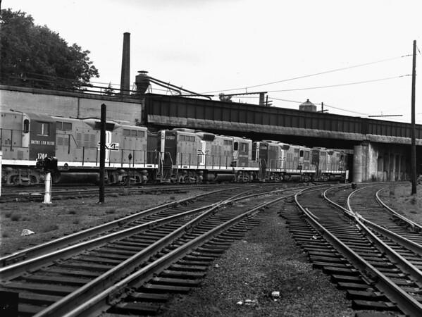 B&M, NYC over-under Southbridge St. bridge, Worcester, MA - TAA-B&M-005-3K