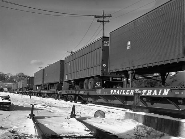 B&M trailer train in Worcester yard - TAA-B&M-007-3K