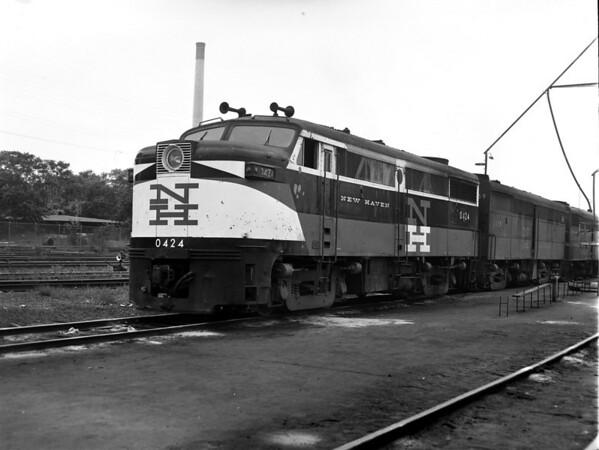 NH 0424 at Worc. engine house - TAA-NH-002-2K