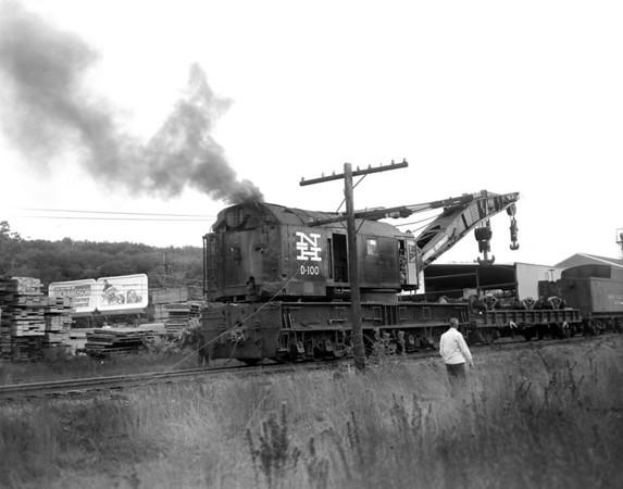 Big Hook D100 at NH wreck - Worcester-Auburn line. - TAA-NH-009-3K