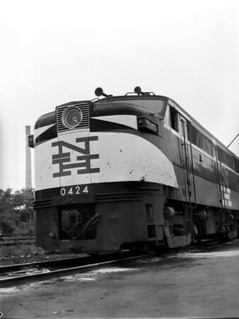NH 0424 at Worc. engine house - TAA-NH-002-3K