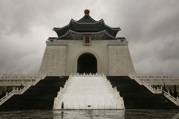 The imposing Chiang Kai-shek memorial.