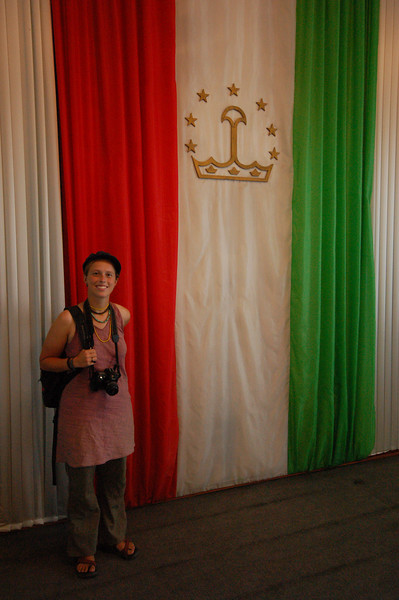 Emilie with the Tajik flag in the Bekhzod Museum.