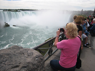 Taking our Ozzie guests to Niagara Falls