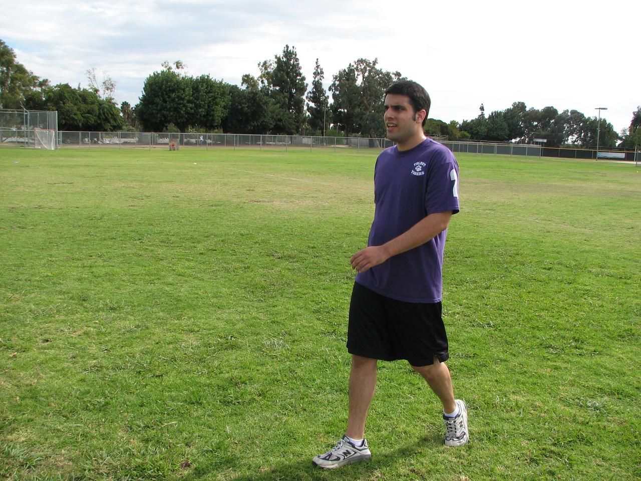 2006 10 13 Fri - Todd 'Alabama' struts the field