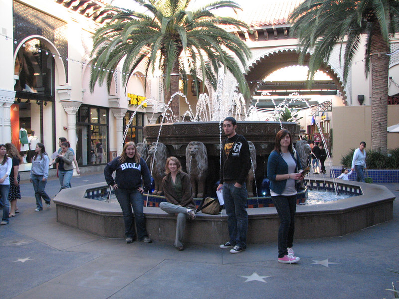 2007 03 02 Fri - Scavenger Hunt - Lions Fountain