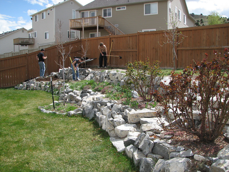 2007 04 09 Mon - Coram Deo's Mormon neighbors' service projects 09 - Matt Milton, Ashley Clifford, & Justin De Vesta gardening