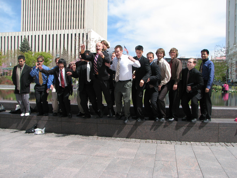 2007 04 11 Wed - Temple Square - The not-so-manly men 1