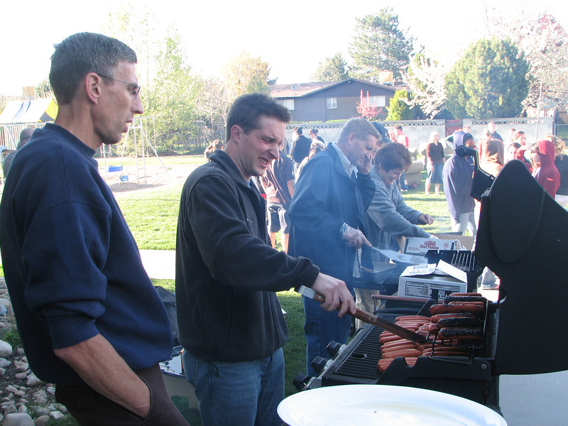 2007 04 13 Fri - Hangout Day @ Christ EV Free - Christ EV Free BBQ'ing