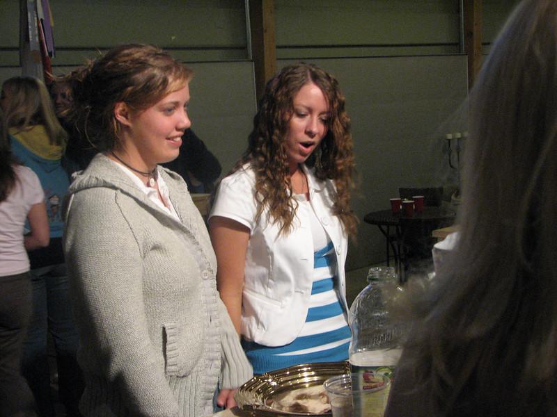 2007 04 13 Fri - Hangout Day @ Christ EV Free - Shannon Mullin & Stefanie ordering smoothies