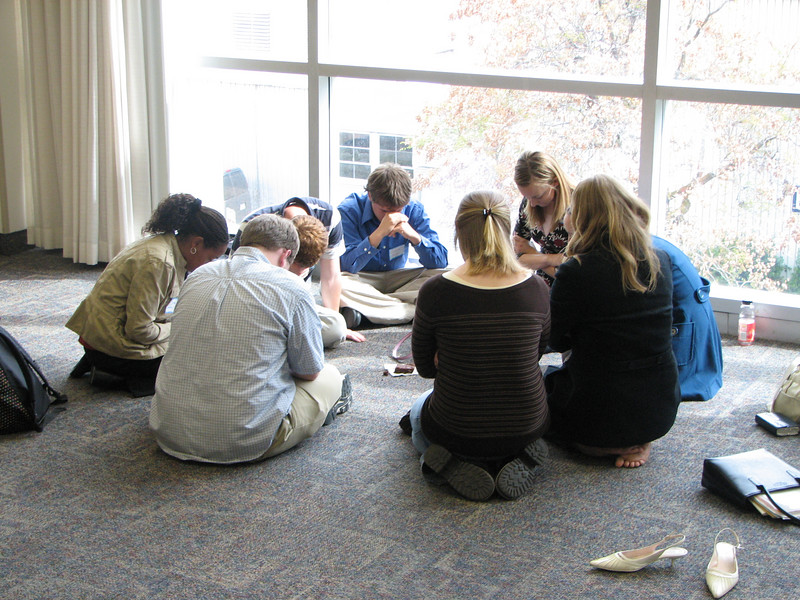 2007 04 10 Tue - BYU Day - Small group student discussions 4 - praying together