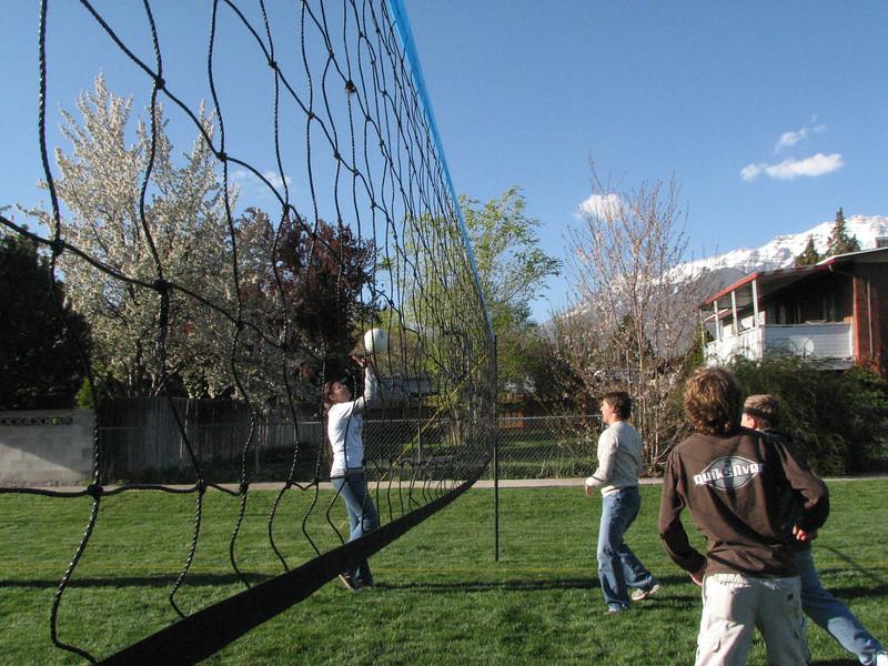 2007 04 13 Fri - Hangout Day @ Christ EV Free - Volleyball 06 - Megan Reese, Justin Barr, Justin De Vesta, & Dean Swedberg