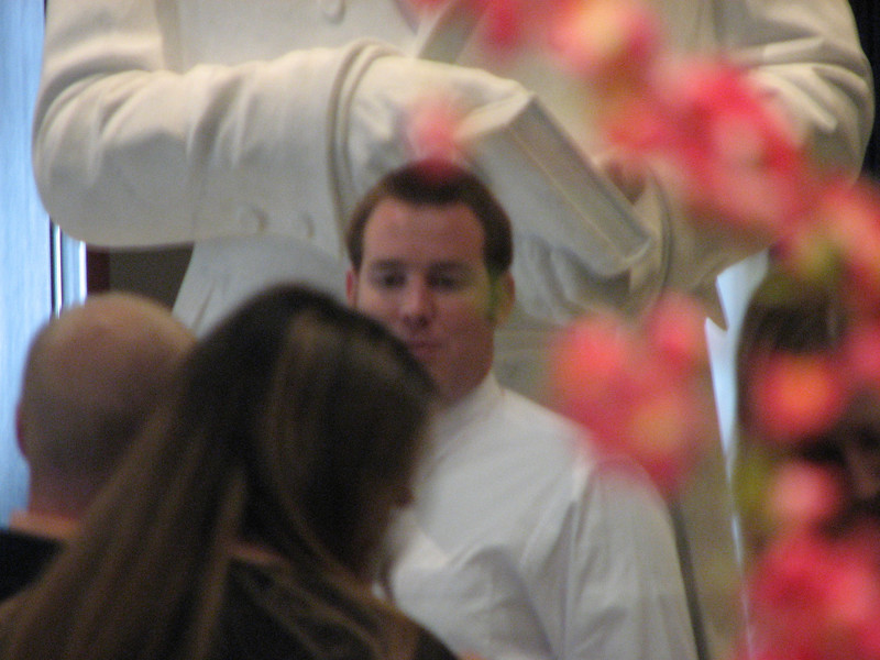 2007 04 11 Wed - Temple Square - Gordo Hendrickson beyond the flowers
