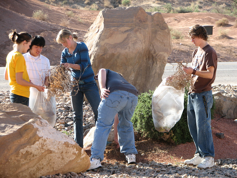 2007 04 07 Sat - Kristi Bjorkman, Chris Yap, Hillary Karwowski, Dean Swedberg, & Justin De Vesta cleaning up