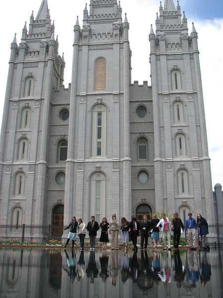 2007 04 11 Wed - Temple Square - Kristi Bjorkman, Theresa Norcia, Dan Perez, Emily Johnson, Kari Walton, Alex Horn, Chris Yap, Josh Jones, Hillary Karwowski, Megan Reese, Justin De Vesta, Justin Barr, & Michelle Roberts walk on water 3