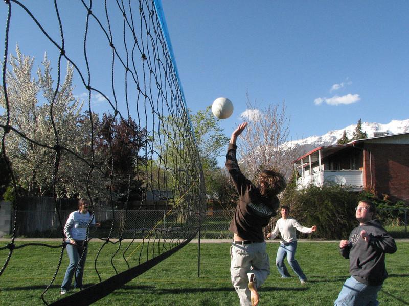 2007 04 13 Fri - Hangout Day @ Christ EV Free - Volleyball 07 - Megan Reese, Justin De Vesta, Justin Barr, & Dean Swedberg
