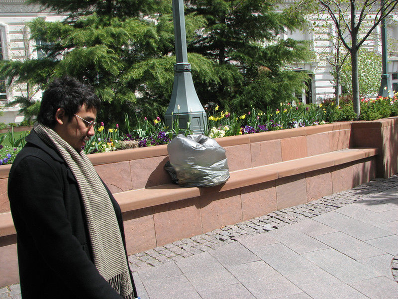2007 04 11 Wed - Temple Square - Dan Perez & random bag of trash