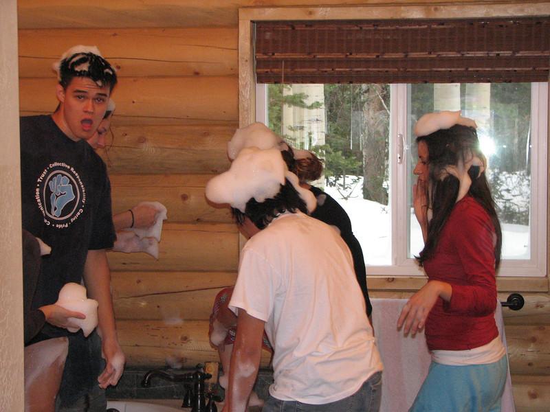 2007 04 14 Sat - Debrief Cabin - John Stringer, Kari Walton, Chris Yap, & Angelina D'Angelo in bubble-fight