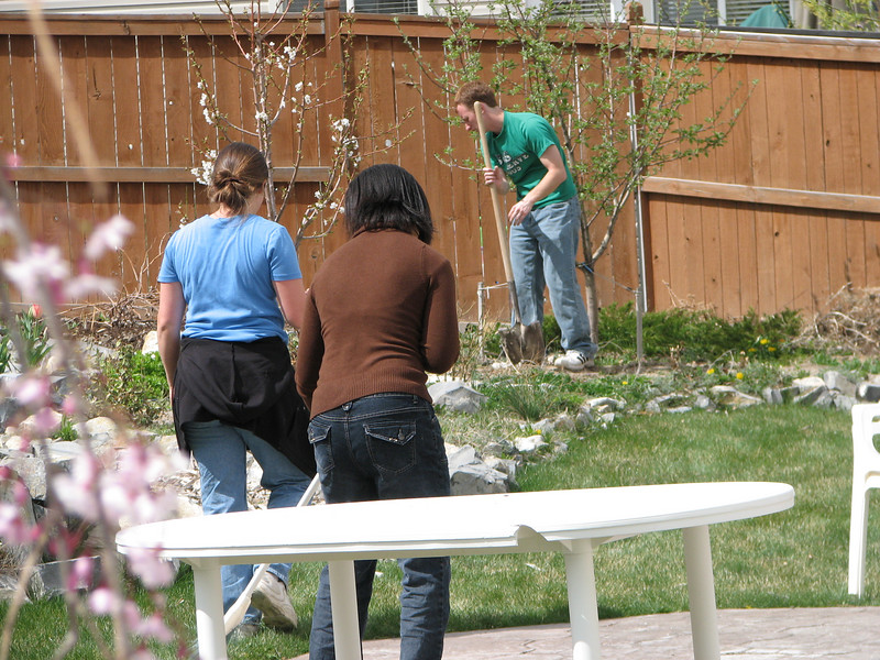 2007 04 09 Mon - Coram Deo's Mormon neighbors' service projects 02 - Amy directing Danielle Ross & Josh Jones gardening