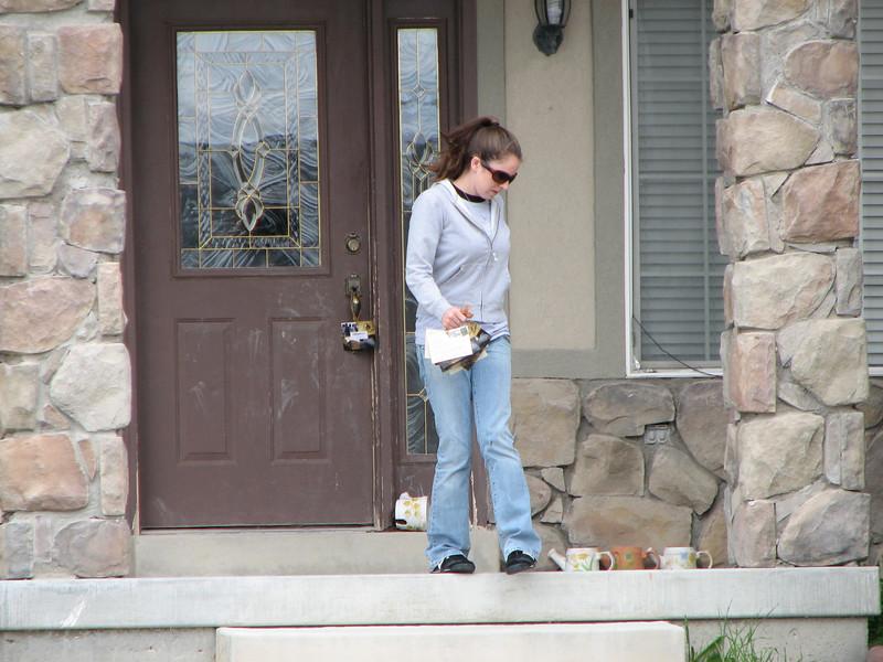 2007 04 09 Mon - Distributing Coram Deo cards in polygamist neighborhoods 2 - Monica Potts