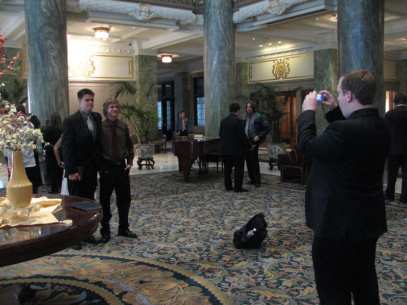 2007 04 11 Wed - Temple Square - Dean Swedberg snapping John Stringer & Justin De Vesta